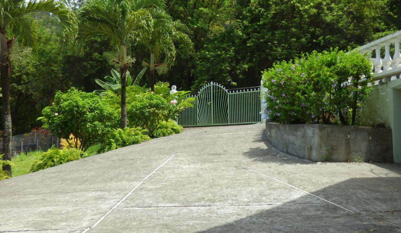 2-entramce-gate-droveway
