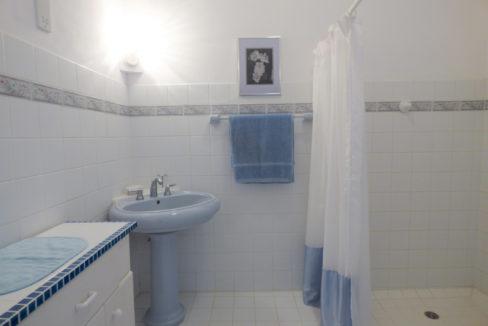 24-bathroom-3