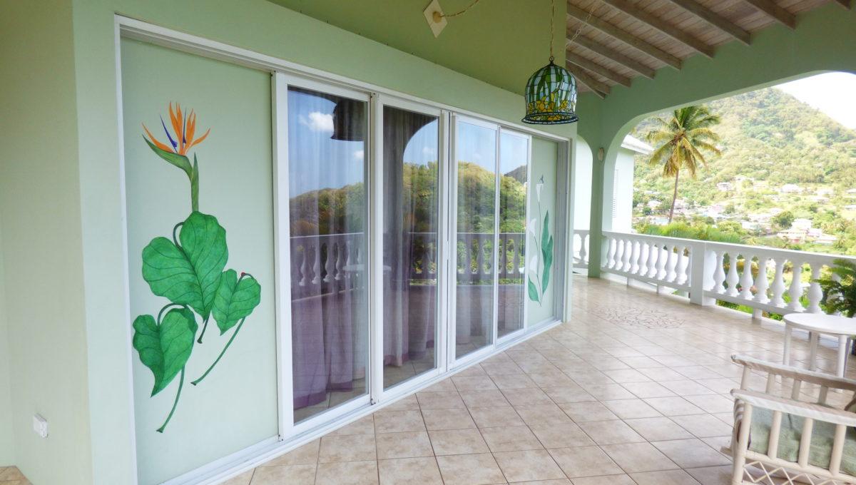 30-glass-sliding-doors-front-patio