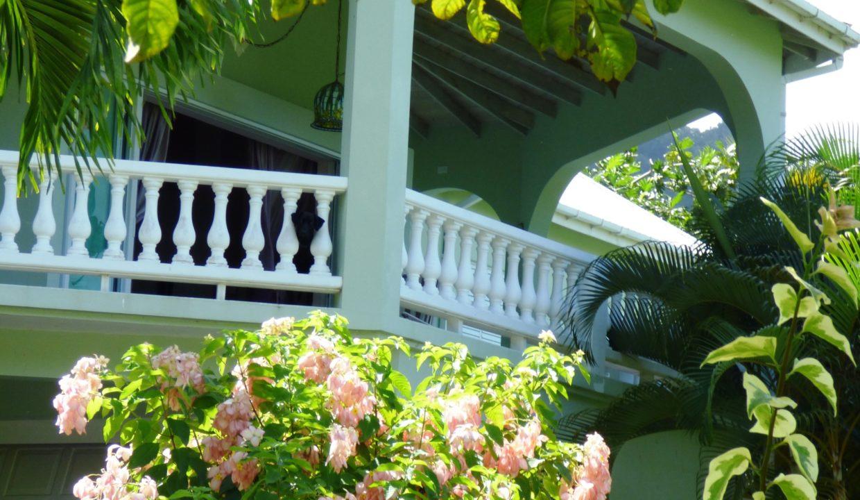 4-living-room-patio-above-2-car-garage-below